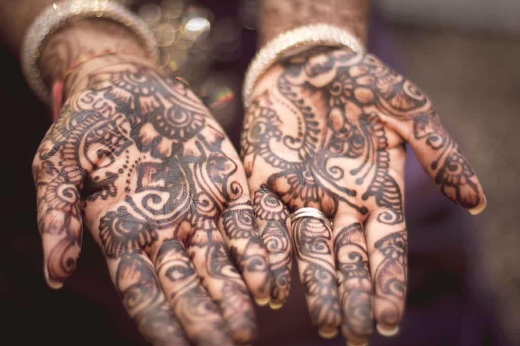Manos con Henna