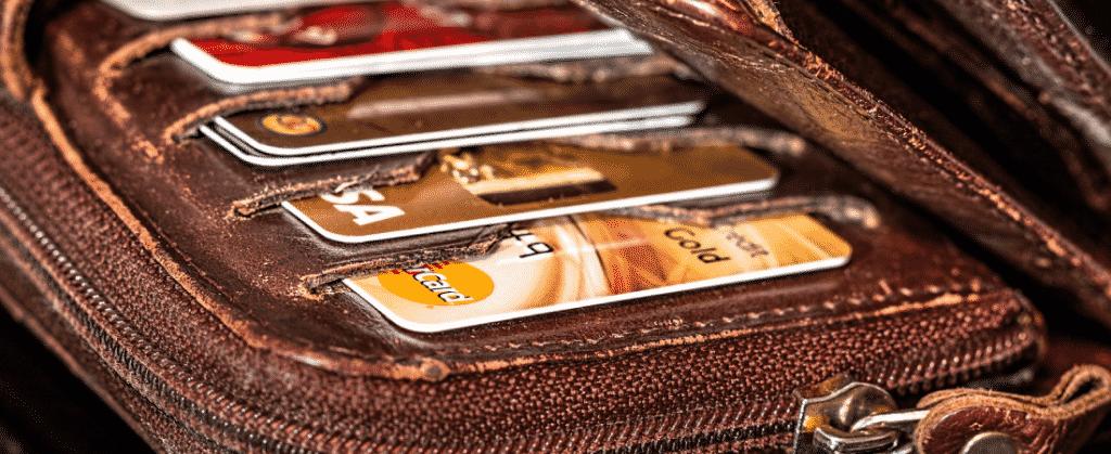 ¿Qué tipo de tarjeta de pago hay que elegir – una de crédito o una de débito?
